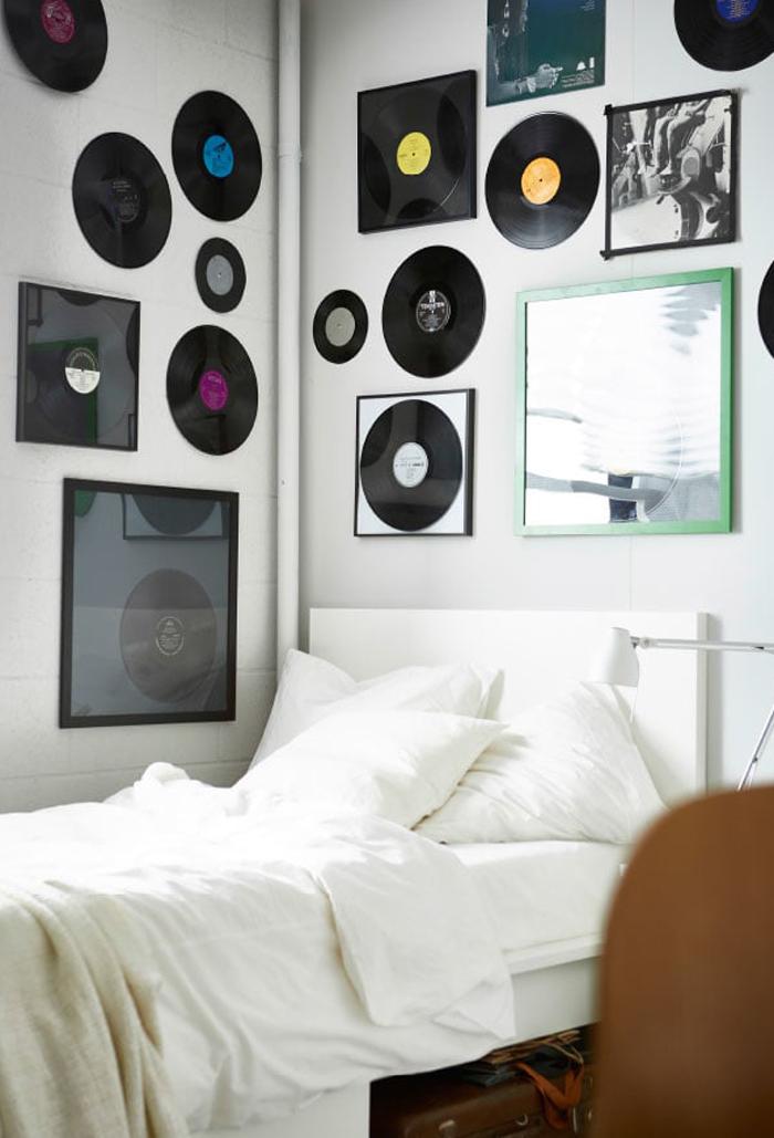 レコードの盤を部屋に飾る
