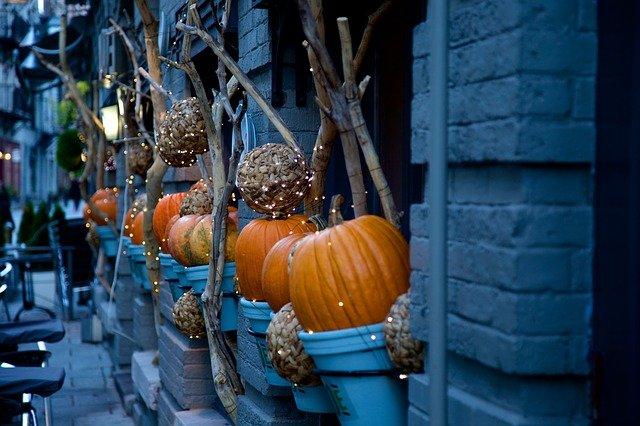 halloween-decorating-2455253_640